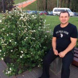 Парень пригласит девушку для приватного общения в Магнитогорске