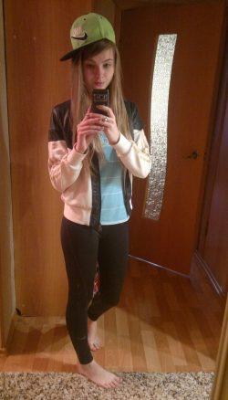 Молодая студенточка ждет на свидание мужчину в Магнитогорске